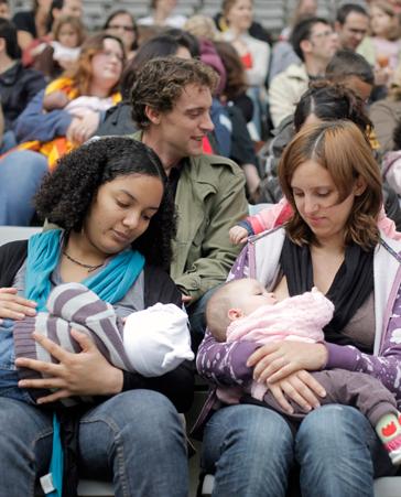 ¡Que nos dejen dar de mamar a nuestros hijos tranquilas!