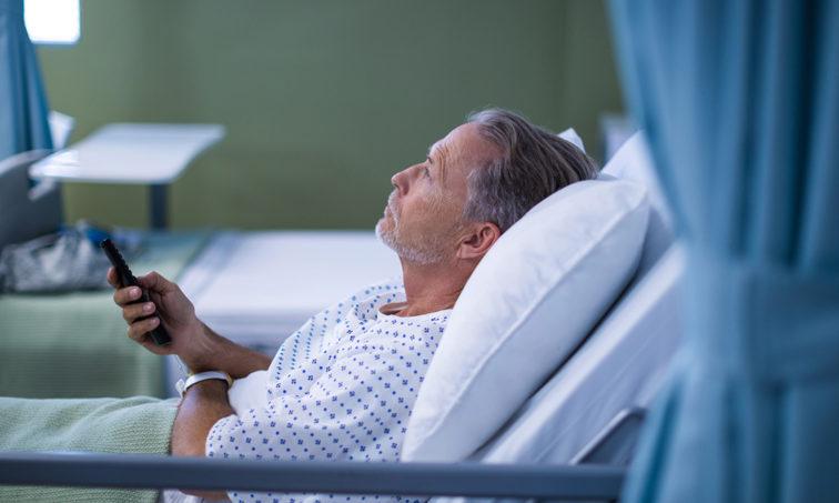 No a pagar por ver la TV en los hospitales. Firma ahora (istock)