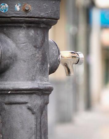 Firma para que pongan más fuentes de agua potable en las calles