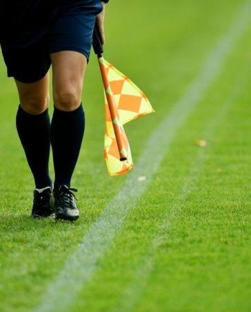 Firma porque haya más árbitros mujeres
