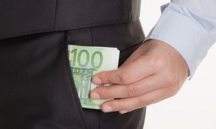 Porque los políticos también bajen sus sueldos como los nuestros (istock)