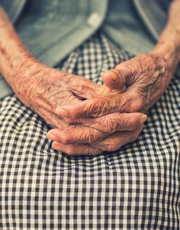 Firma para que las residencias de ancianos sean más económicas
