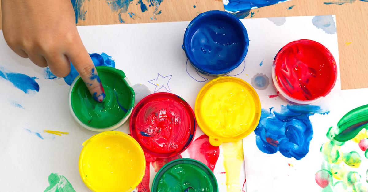 Talleres de arte terapia para ayudar a ni os refugiados en for Taller de artesanias