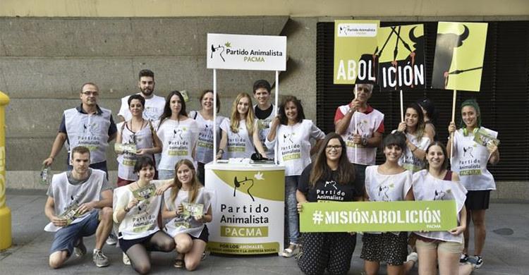 Miembros del Pacma durante la manifestación (Pacma Madrid: Facebook)