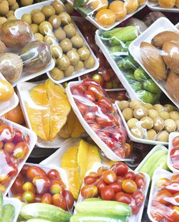 Firma para que desaparezca el plástico de los supermercados