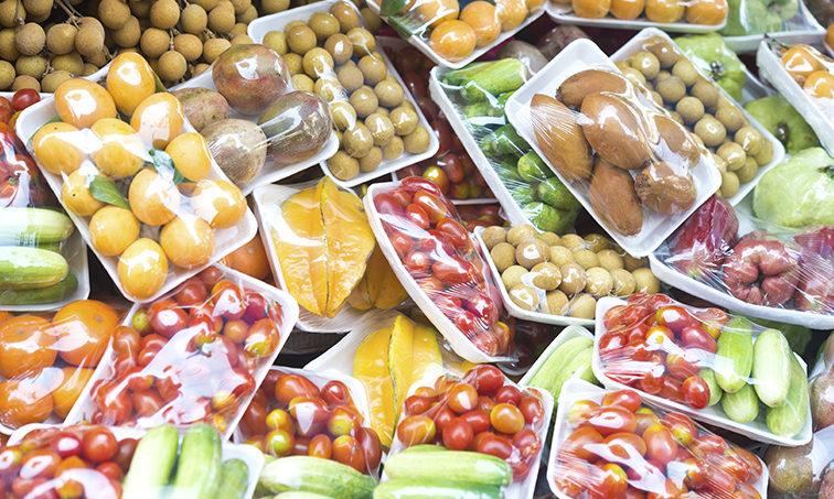 Firma para que desaparezca el plástico de los supermercados (Istock)