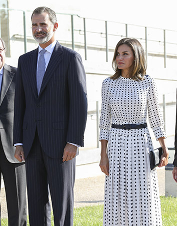 Los reyes de España durante una visita en el centro Lasares (Gtres)