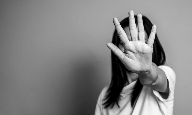 La violencia de género nos afecta a todos. ¡LUCHA! (iStock)