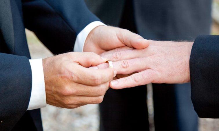 Firma para que la Iglesia apruebe el matrimonio homosexual (Istock)