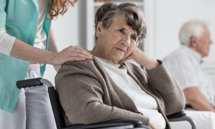 anciana en una residencia (iStock)